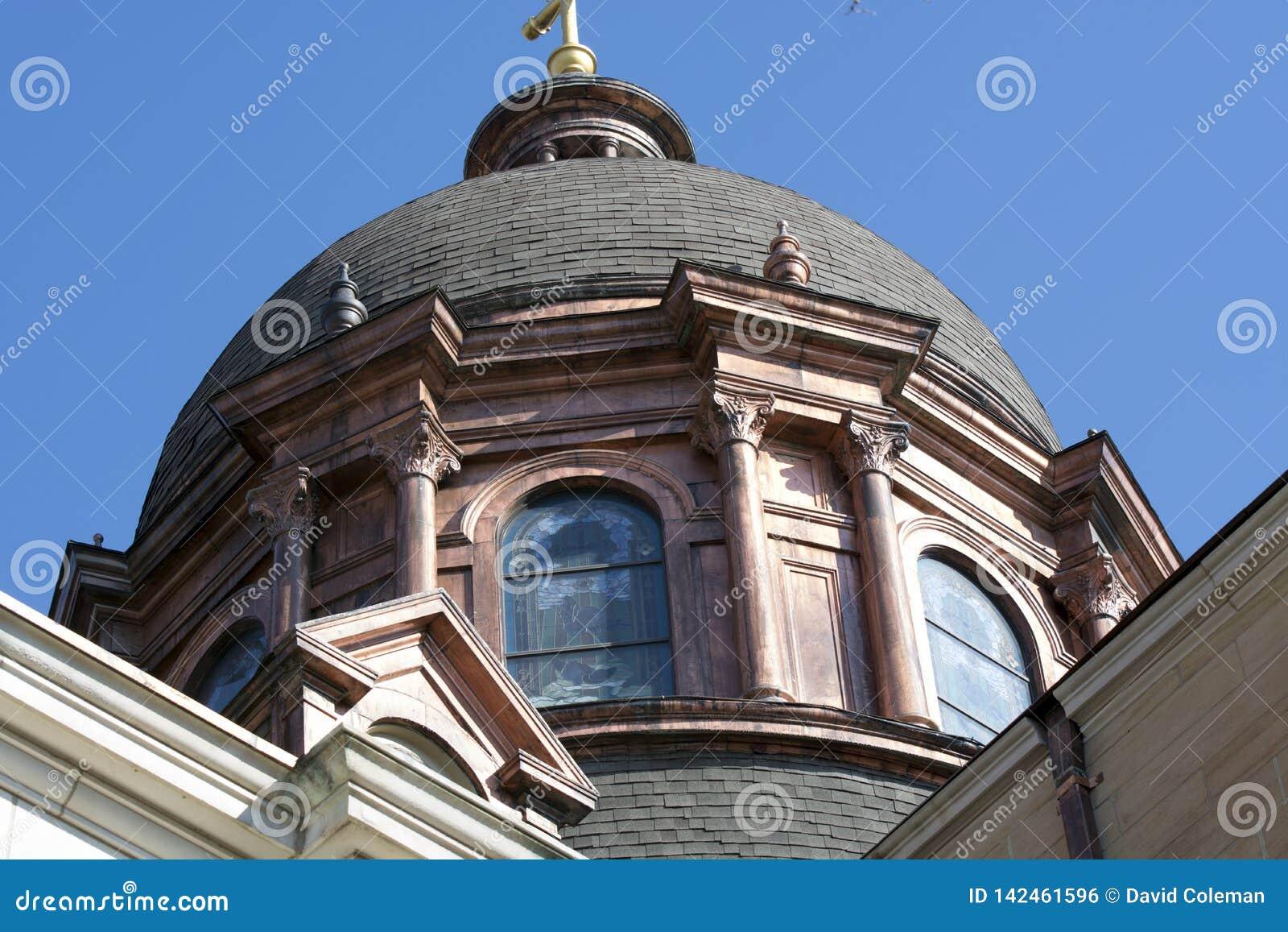 Медный купол на базилике