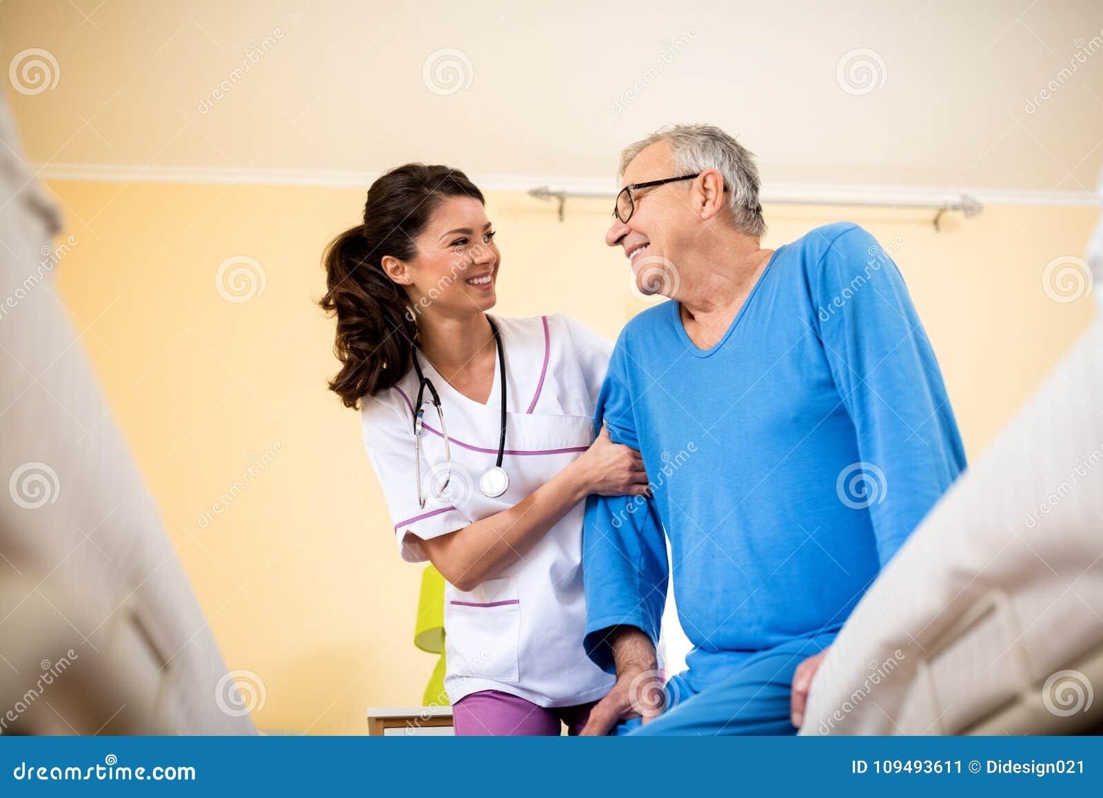 Медсестра в дом престарелых праздник для дома престарелых