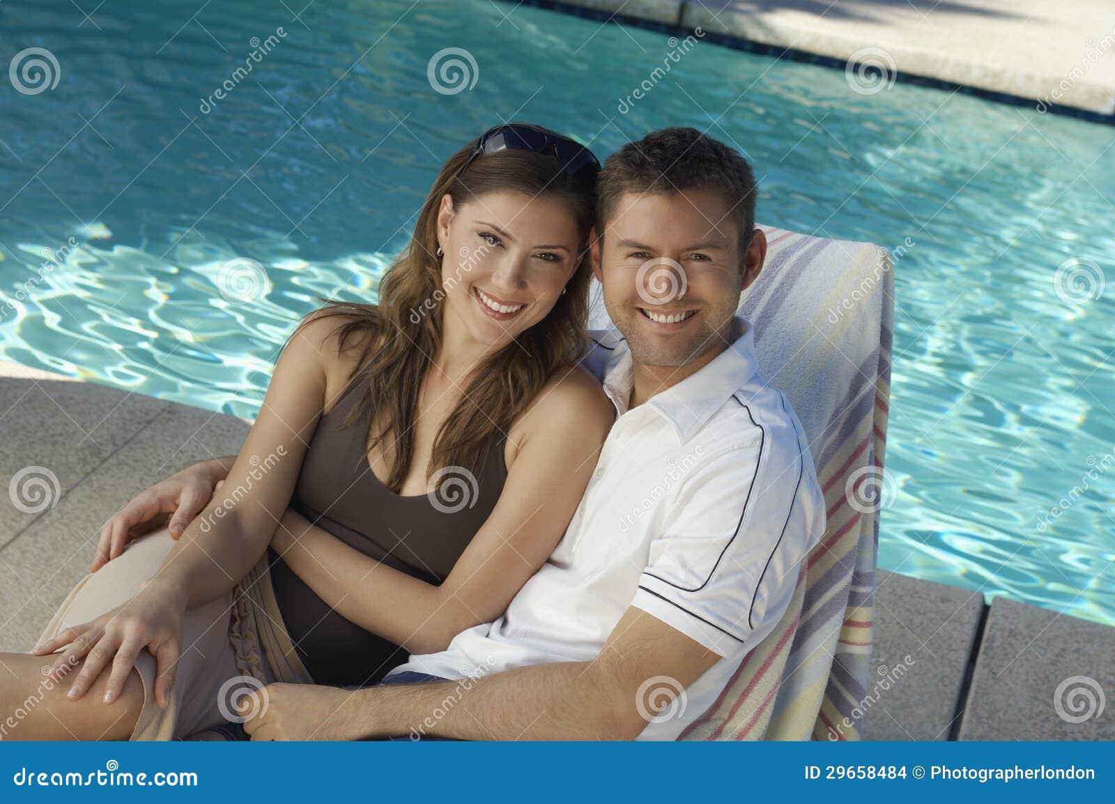 Межрасовые пары ослабляя совместно на Deckchair