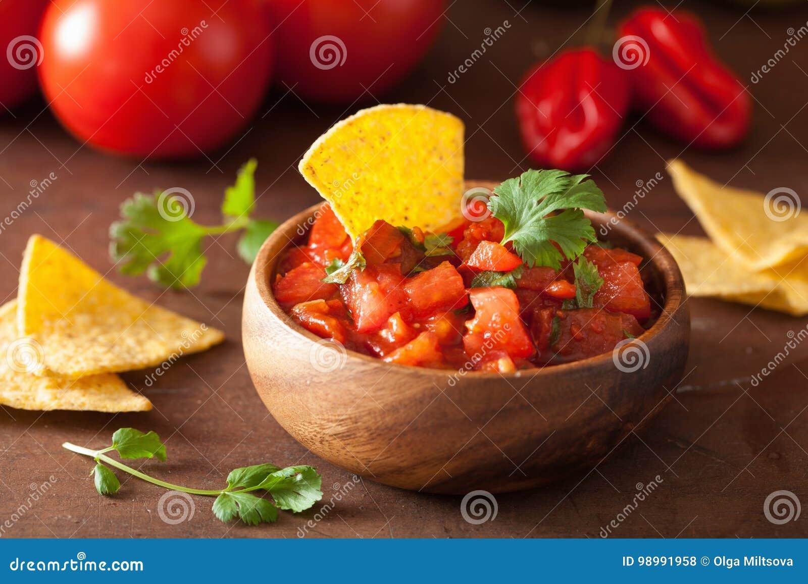 Мексиканские погружение сальсы и обломоки tortilla nachos