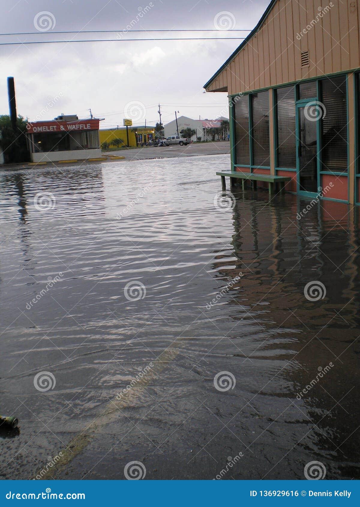 Мексиканский залив пляжа Панама (город) затопляя штормы идет дождь муссон