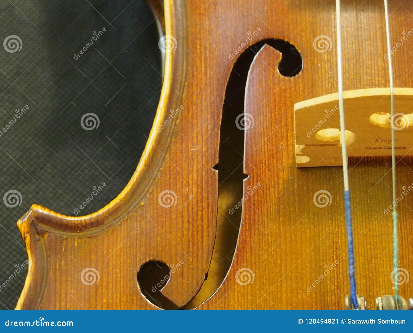 Мелодия и строка ядрового отверстия скрипки от скрипки 4/4 концерта воодушевляют