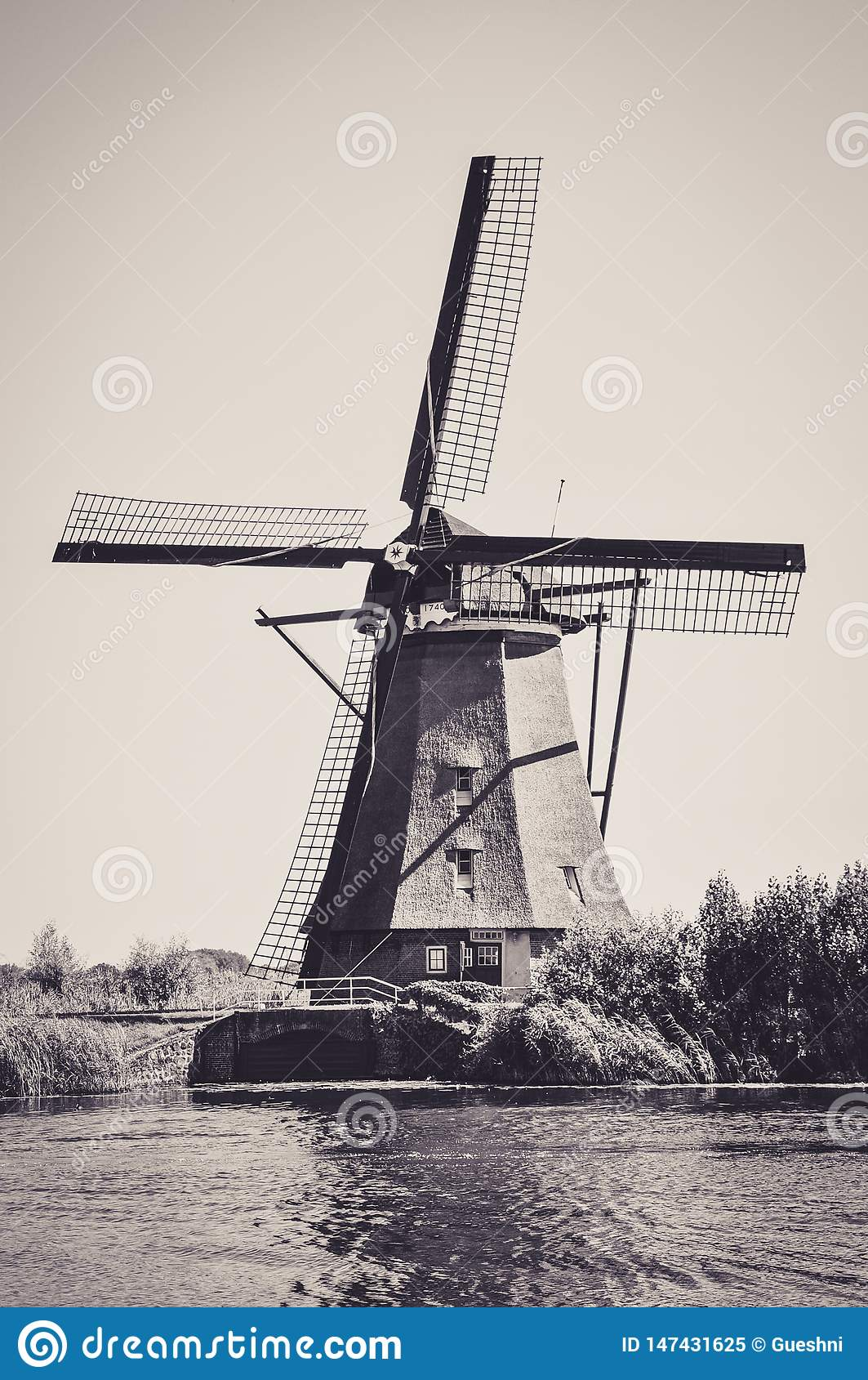 Мельницы рекой в Kinderdijk