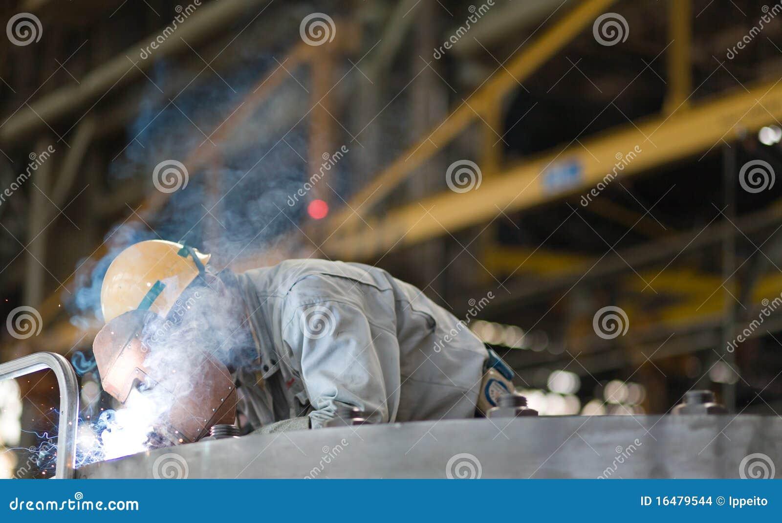 меля работник ручной заварки тяжелой индустрии