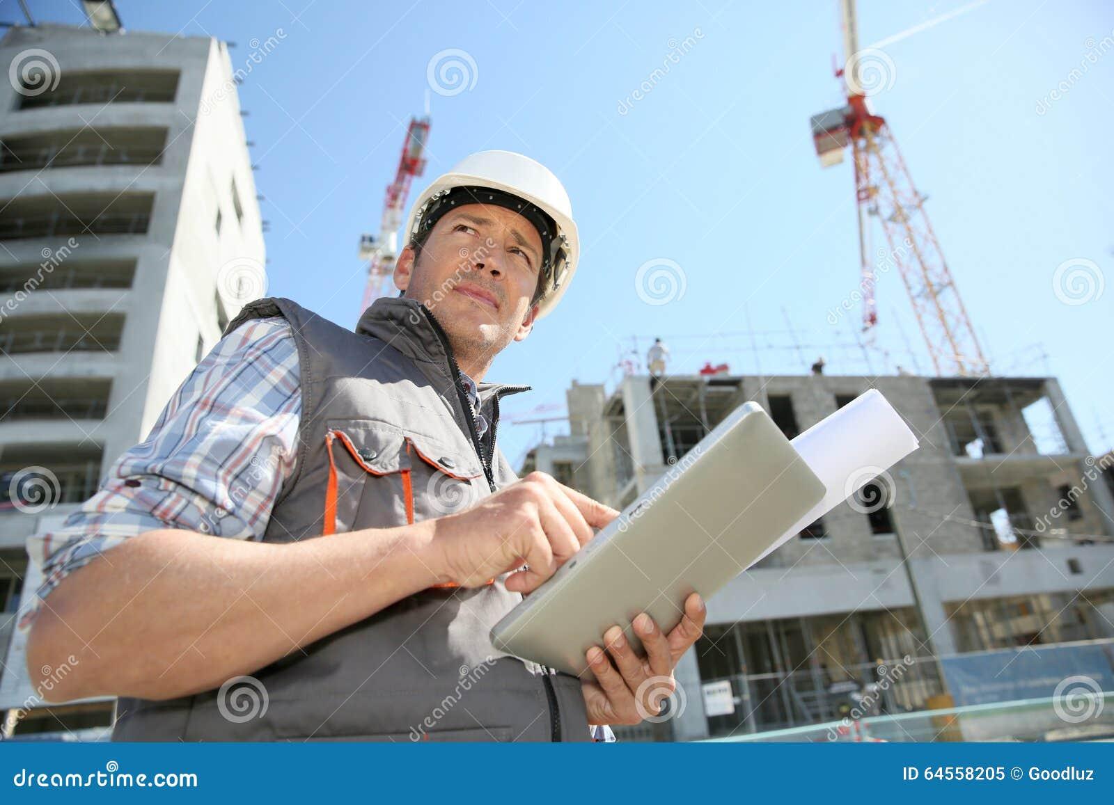 Менеджер конструкции на строительной площадке