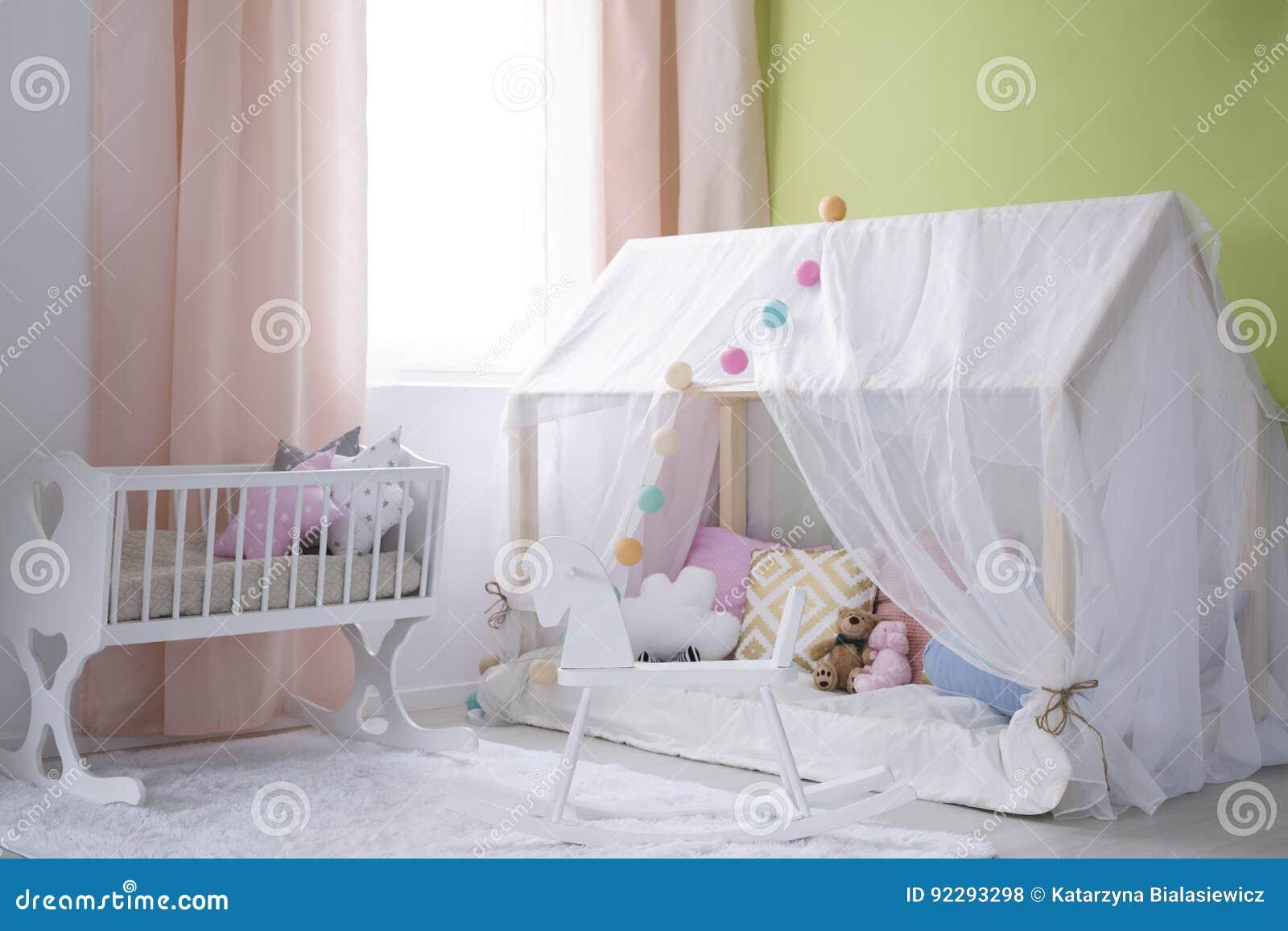 Меньший дом для младенца