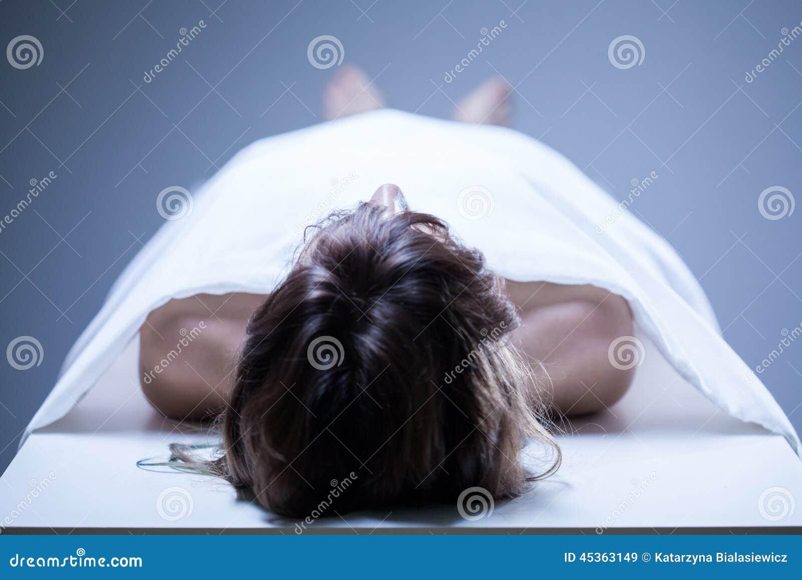 работница морга забеременела от трупа фелисити мармадью