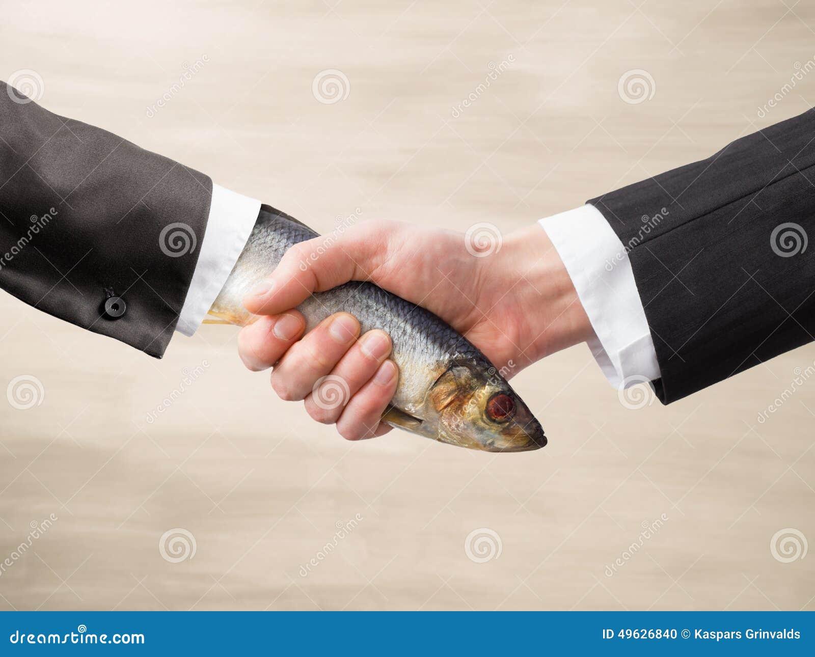 Мертвое рукопожатие рыб