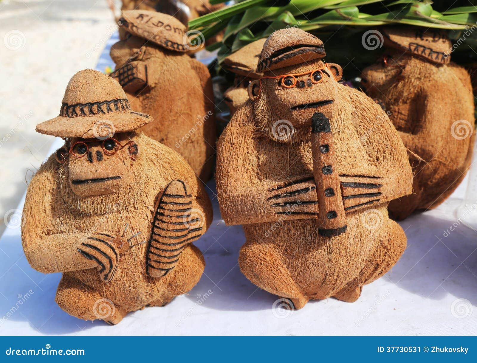 Местные сувениры сделанные от кокоса в Punta Cana, Доминиканской Республике
