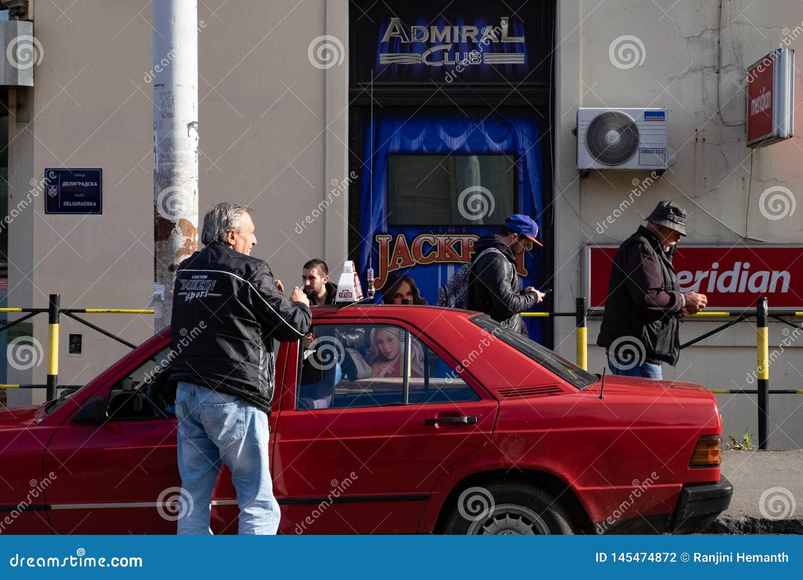 Местный водитель такси в Белграде