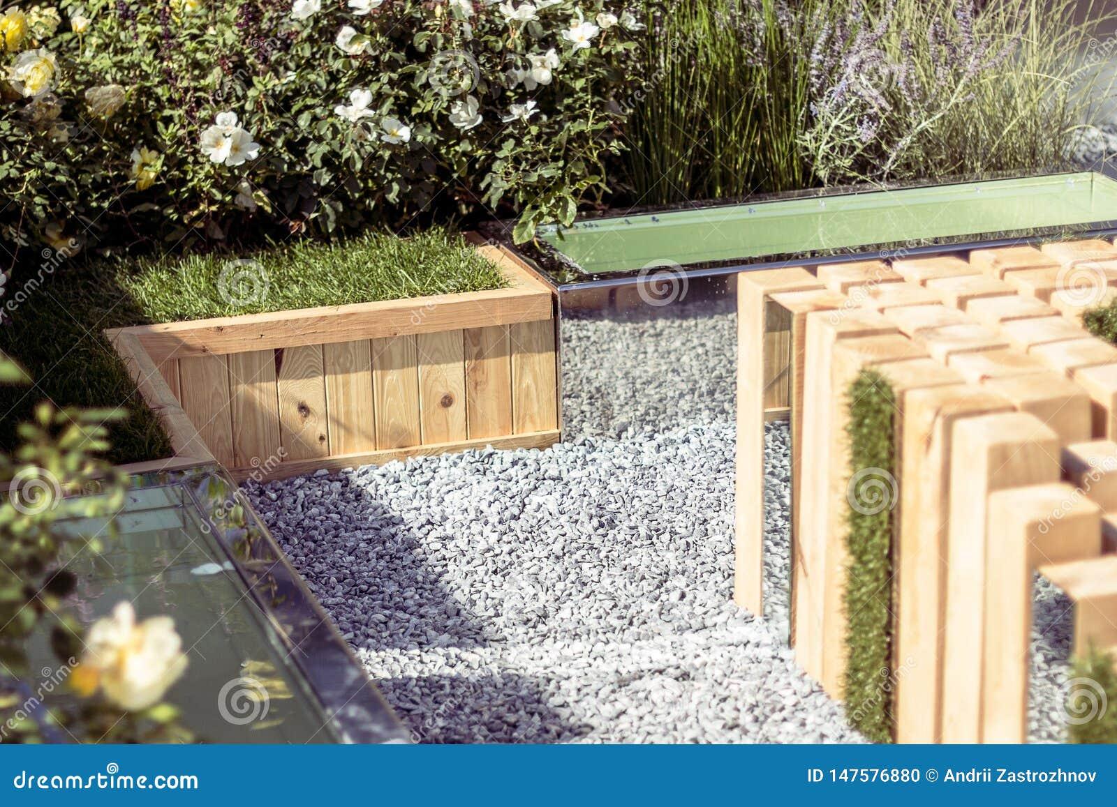 Место остатков в саде, деревянной архитектуры o