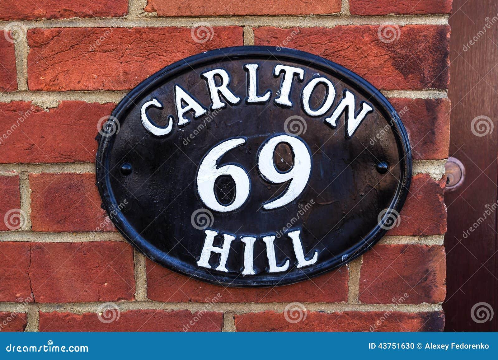 Металлический старый номерной знак, Брайтон, Великобритания