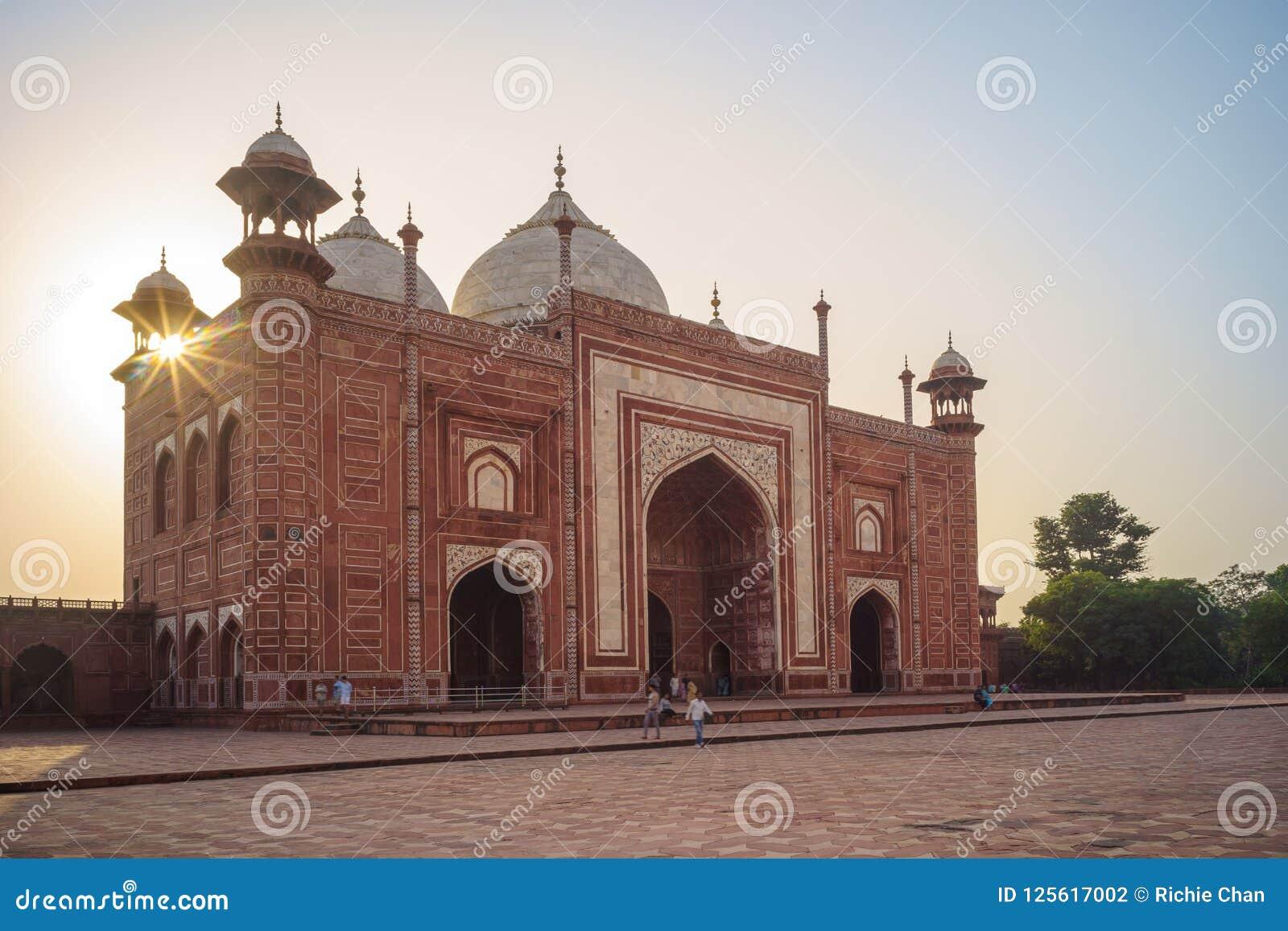 Мечеть & Mihman Khana Тадж-Махала в Агре, Индии