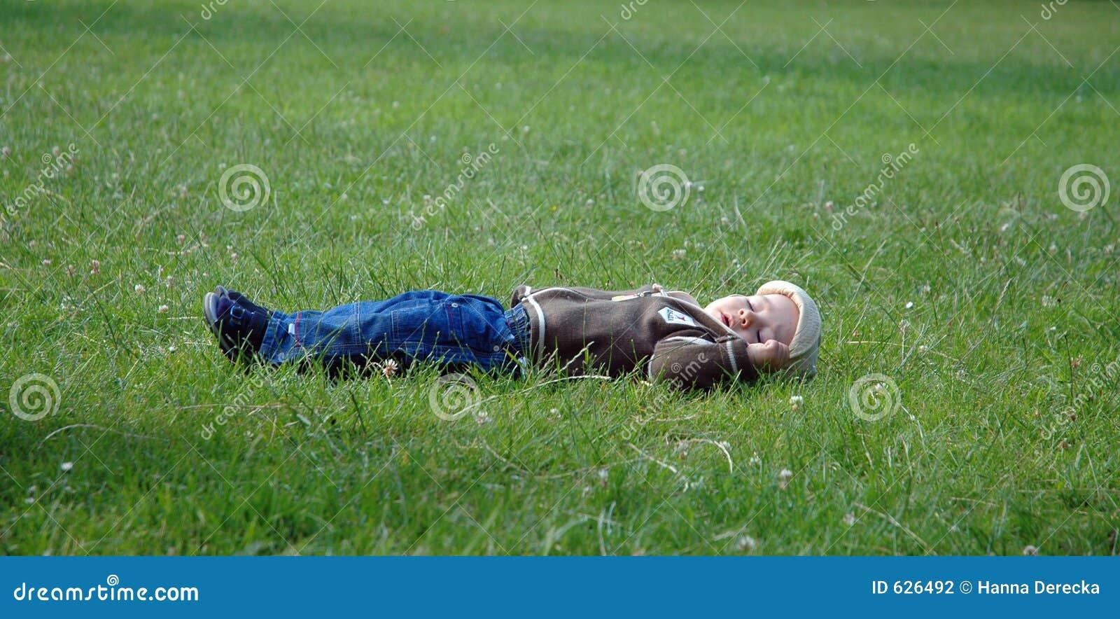 Download мечтать малыш стоковое фото. изображение насчитывающей green - 626492