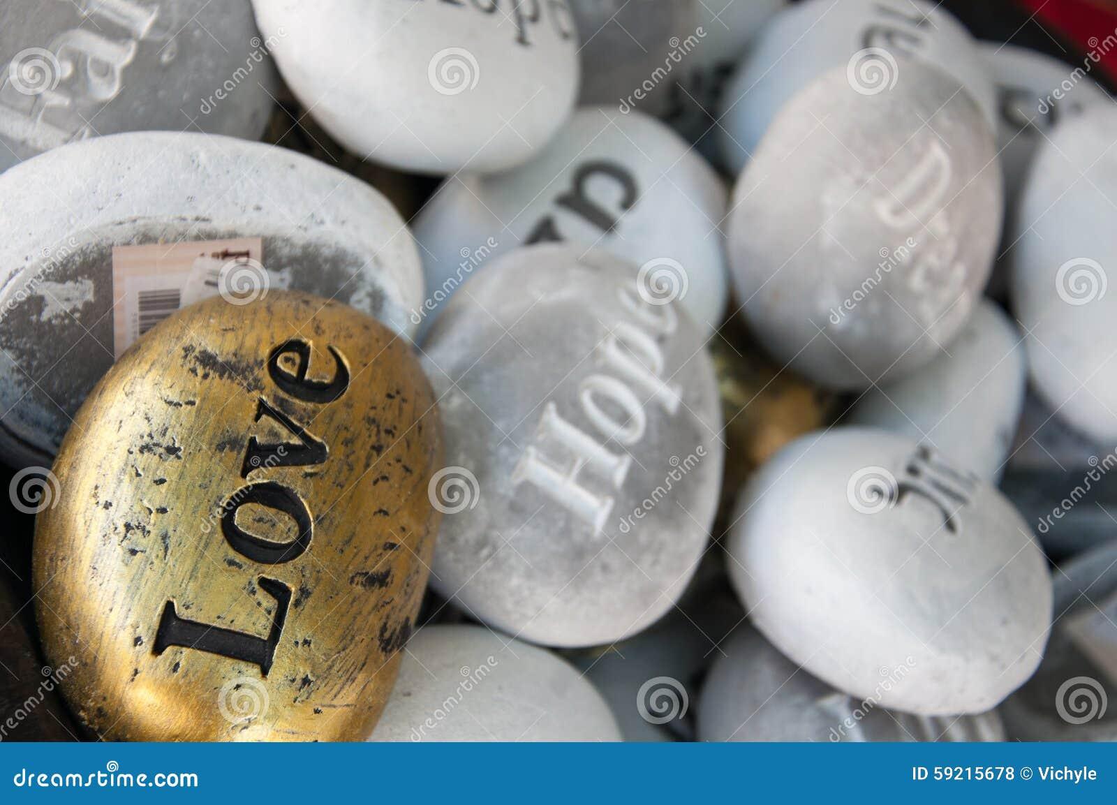 Мечты надежды влюбленности счастья сувениров камней