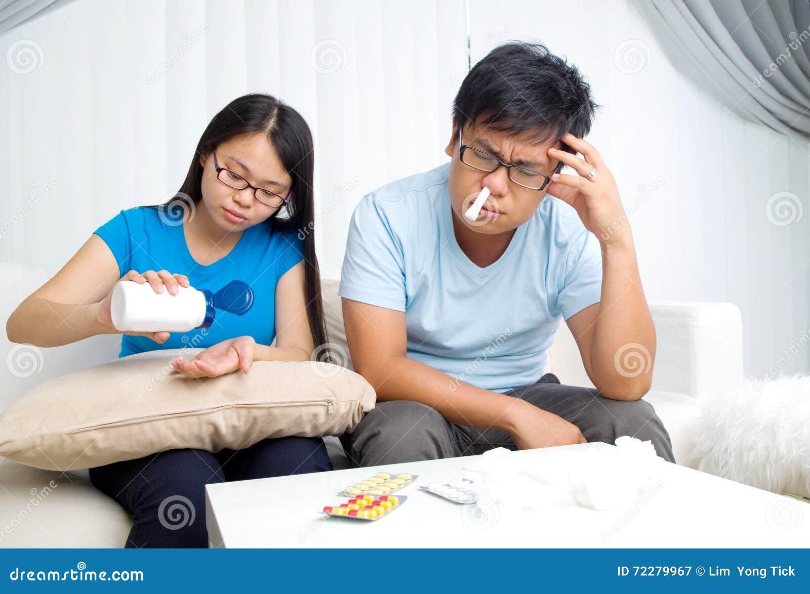 Download Медицинская и терпеливая семья Стоковое Изображение - изображение насчитывающей таблетки, смотреть: 72279967