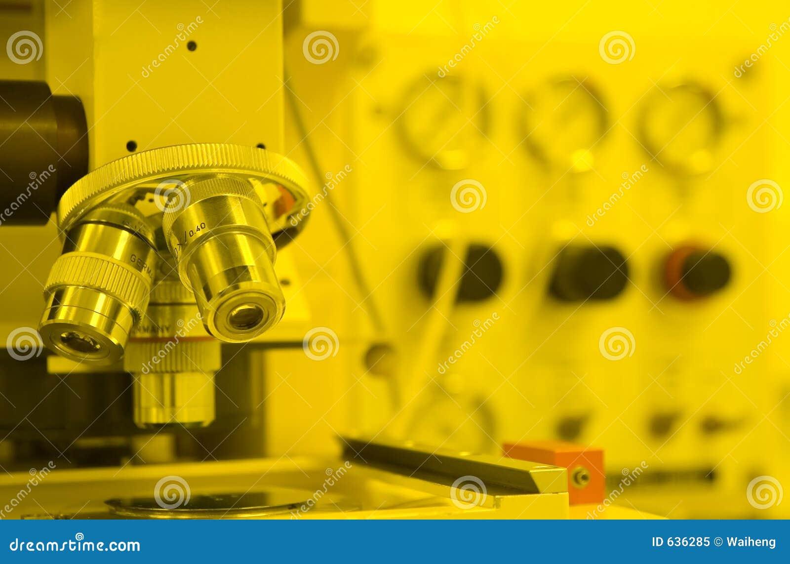 Download микроскоп стоковое изображение. изображение насчитывающей стекло - 636285