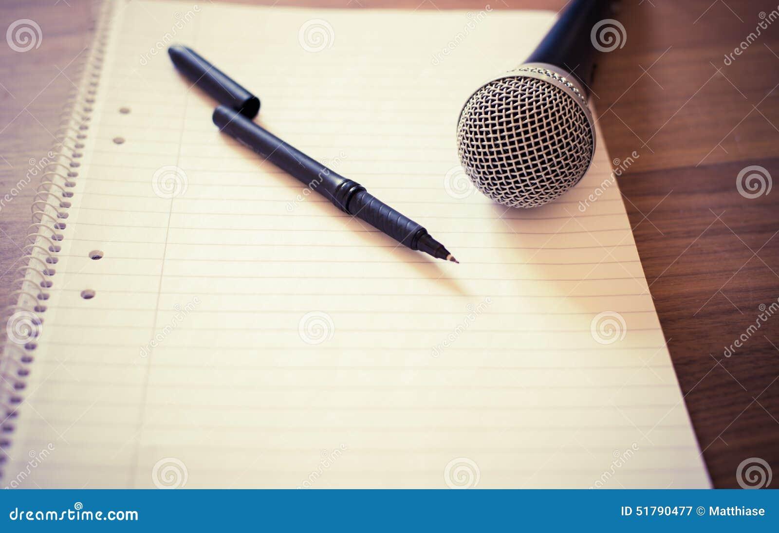 Микрофон из бумаги