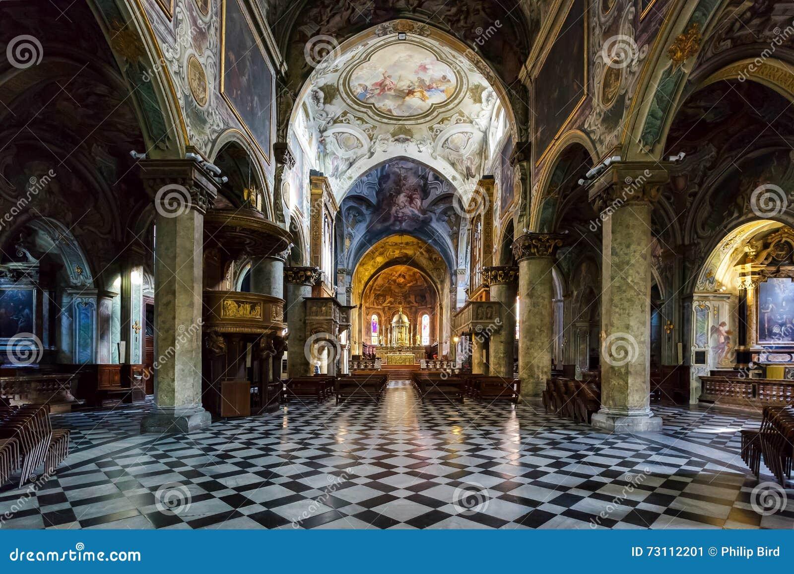 МИЛАН, ITALY/EUROPE - 28-ОЕ ОКТЯБРЯ: Внутренний взгляд кафедры