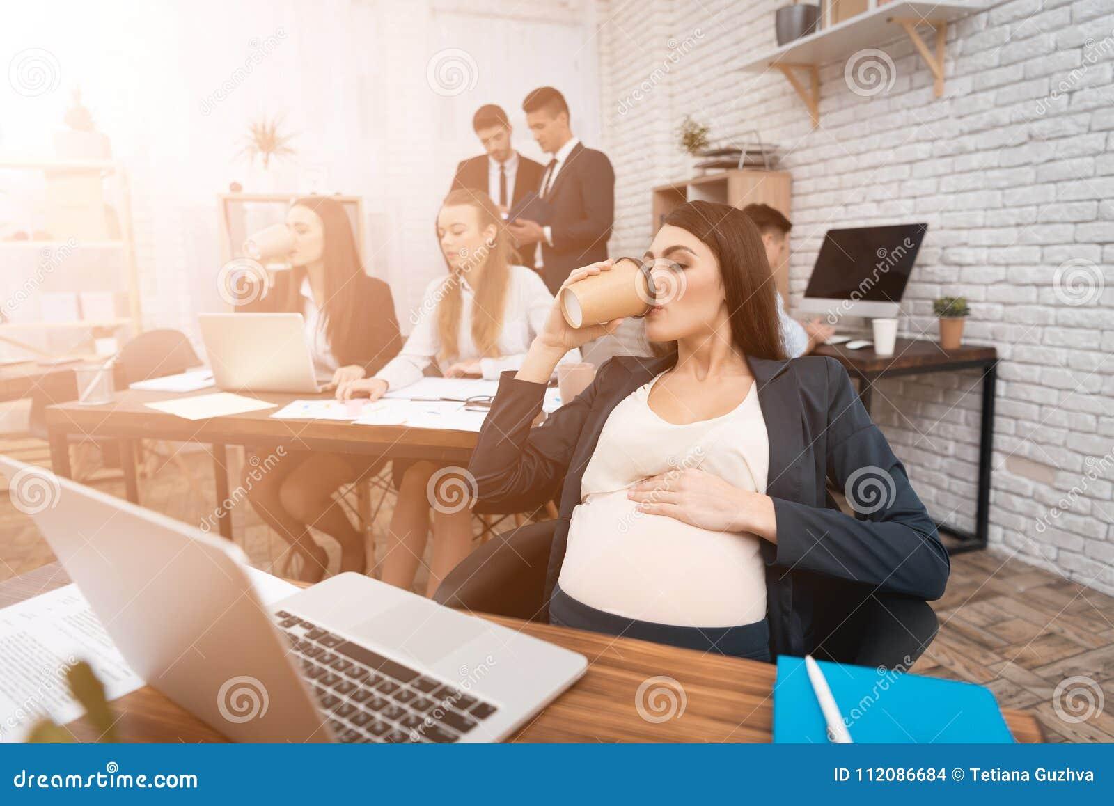 Беременная девушка на работе анастасия смирнова фото