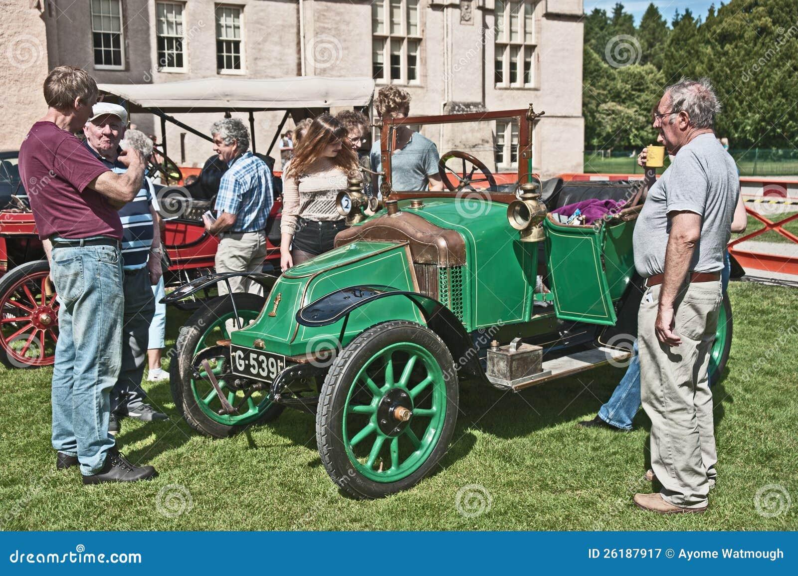 Милосердный автомобиль Bayard датировал до 1914 на замоке Brodie.