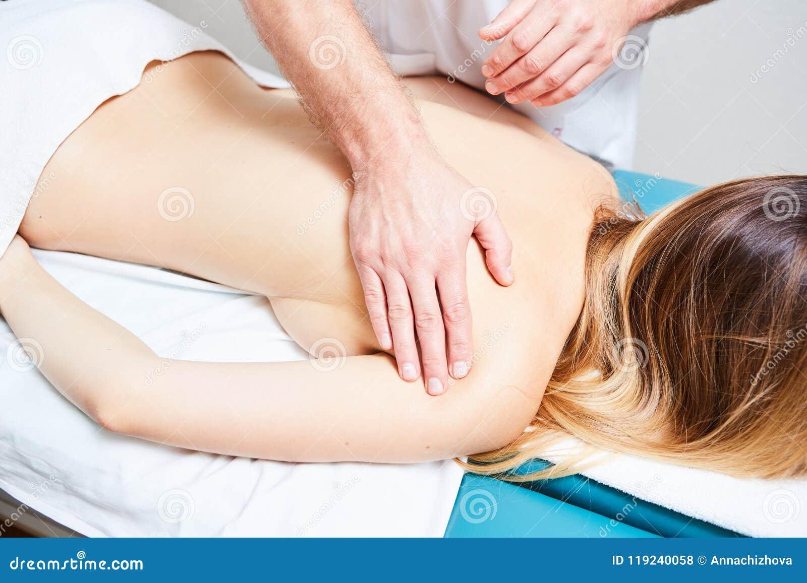 Девчонки делают массаж — photo 2
