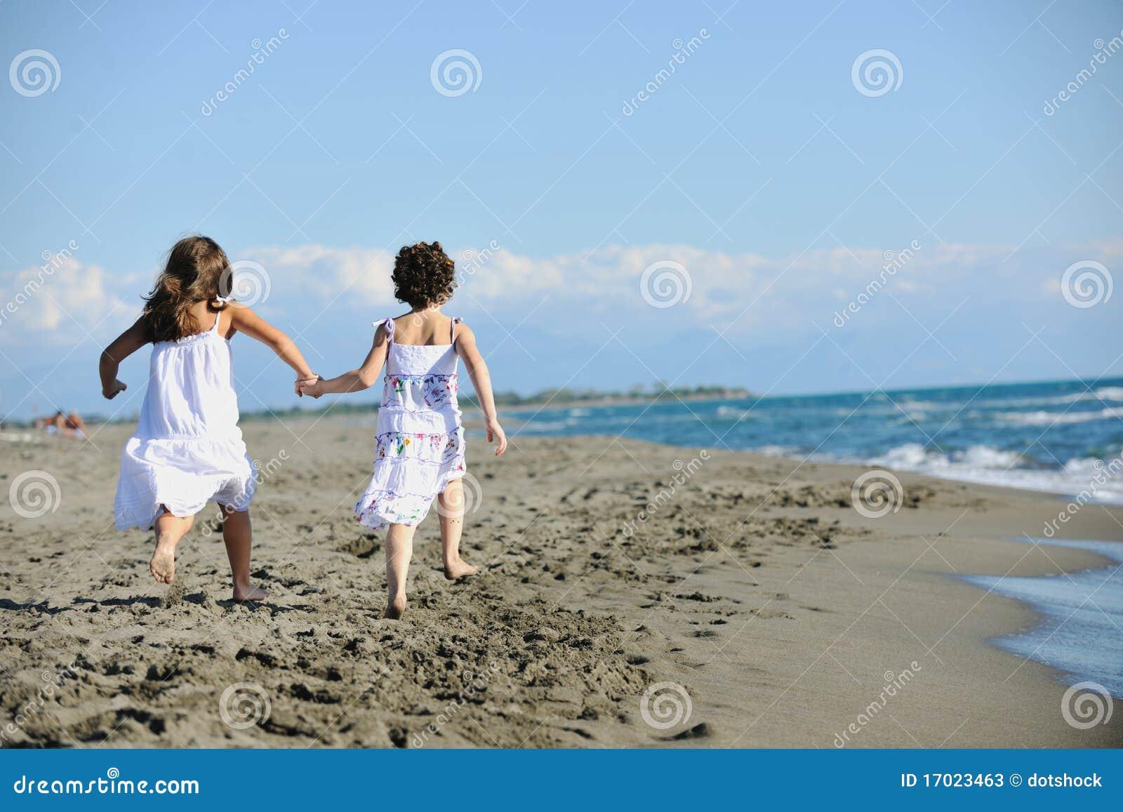 Молоденькие девочки на нудистком пляже фото 103-520