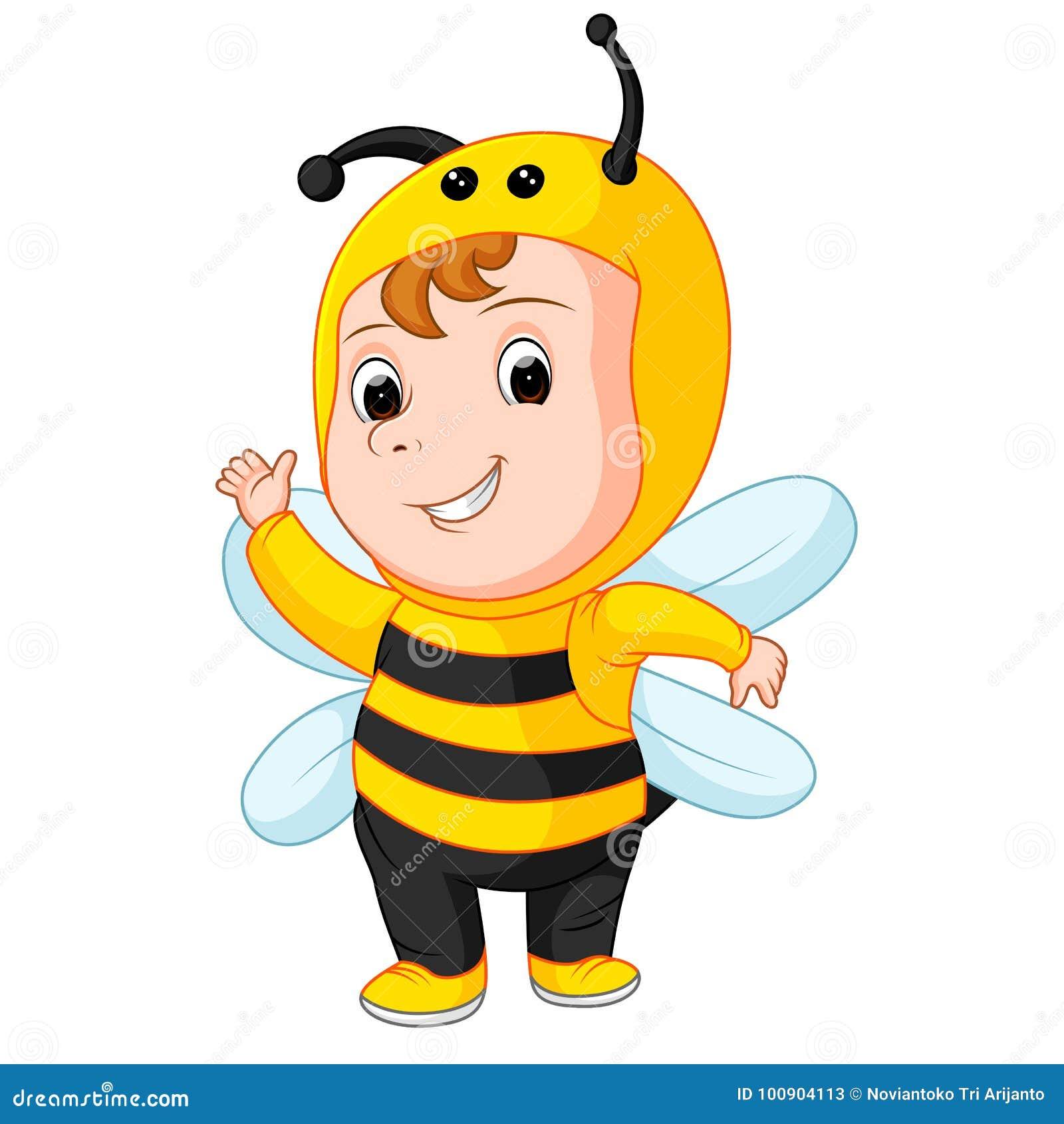 Милый младенец нося костюм пчелы
