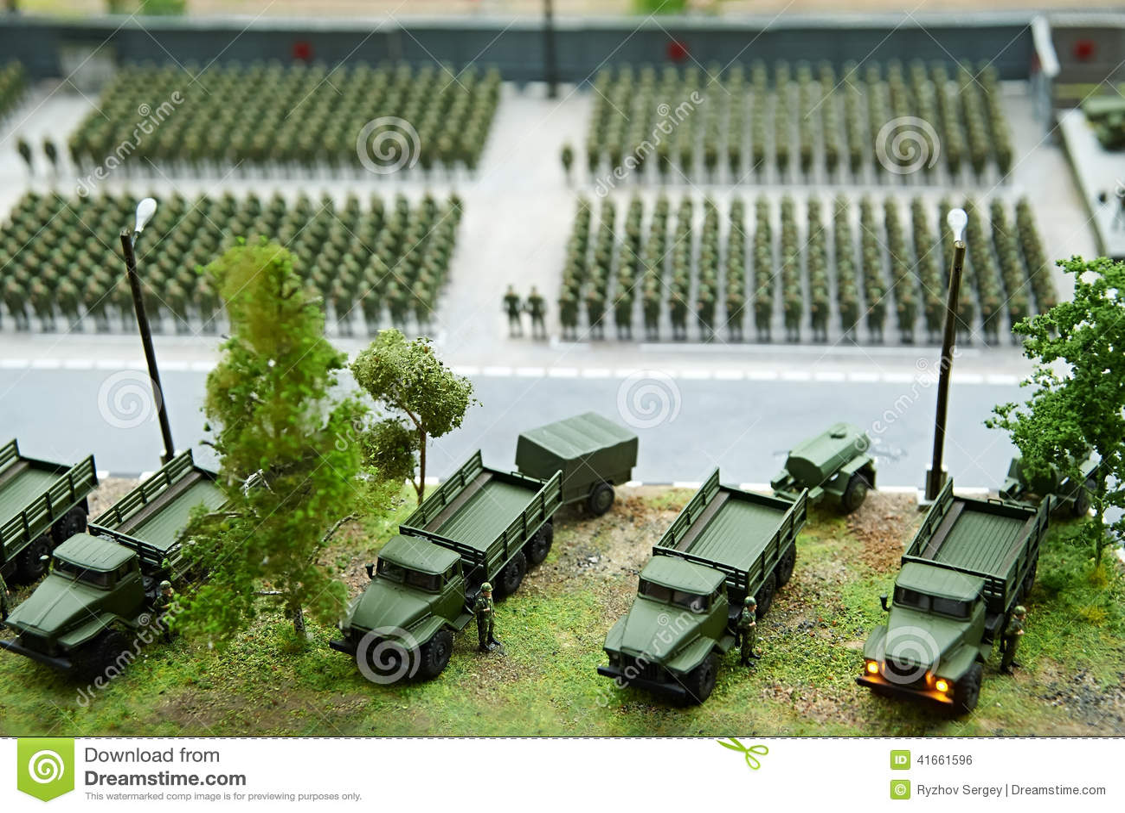 Миниатюра солдат в рядах и воюя машинах