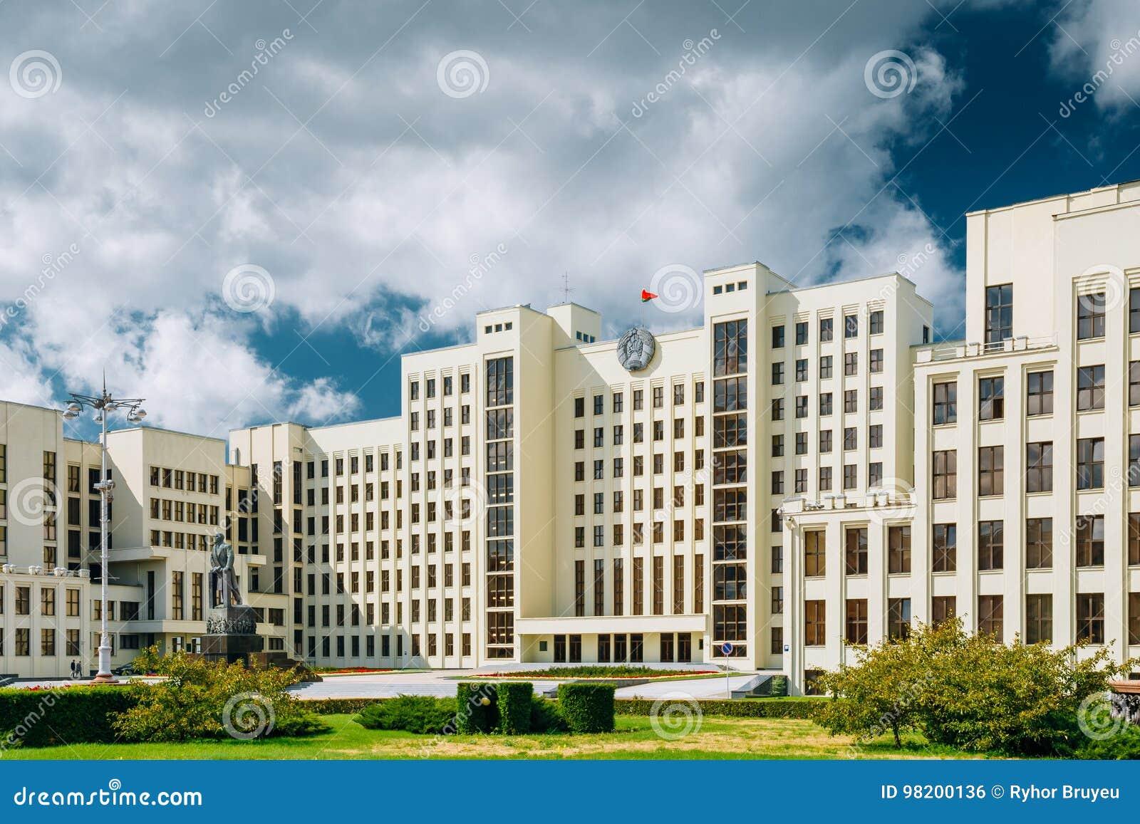 Download Минск, Беларусь Белые здание парламента правительства или национальное собрание Беларуси в квадрате независимости Стоковое Фото - изображение насчитывающей строя, правительство: 98200136