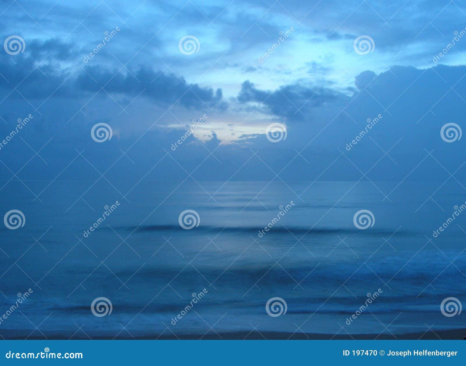 мирный восход солнца