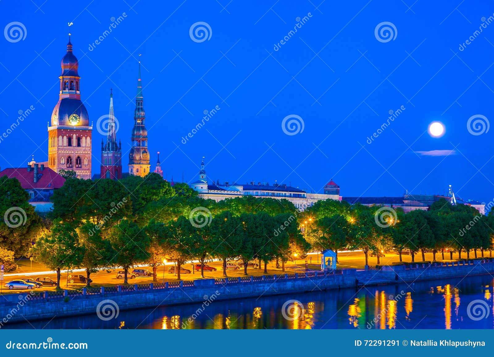 Download мир зимы Unesco городка места Riga фото Latvia наследия старым принятый заходом солнца Стоковое Изображение - изображение насчитывающей историческо, peter: 72291291