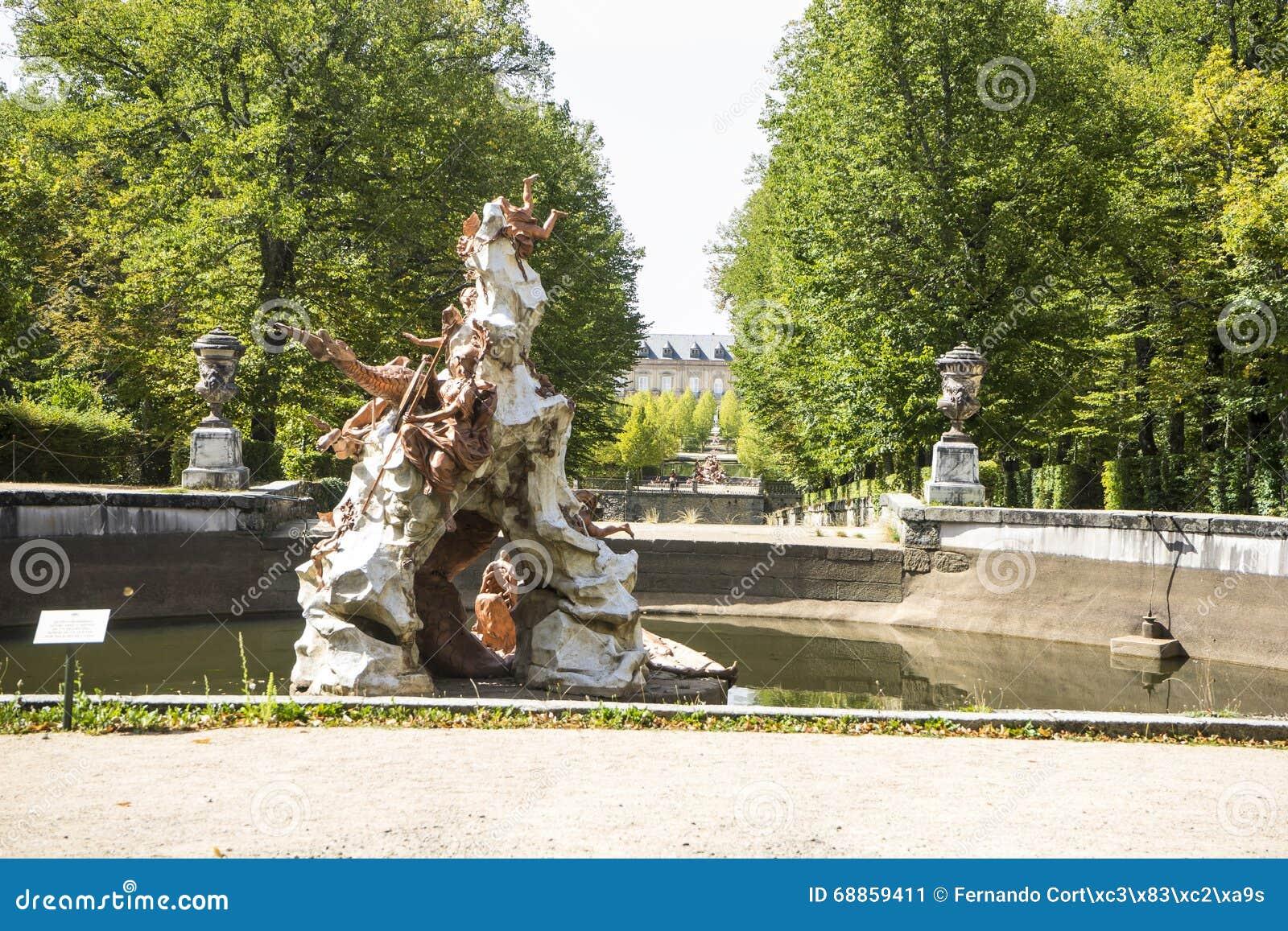 мифология, золотые фонтаны в дворце Сеговии в Испании бронза f