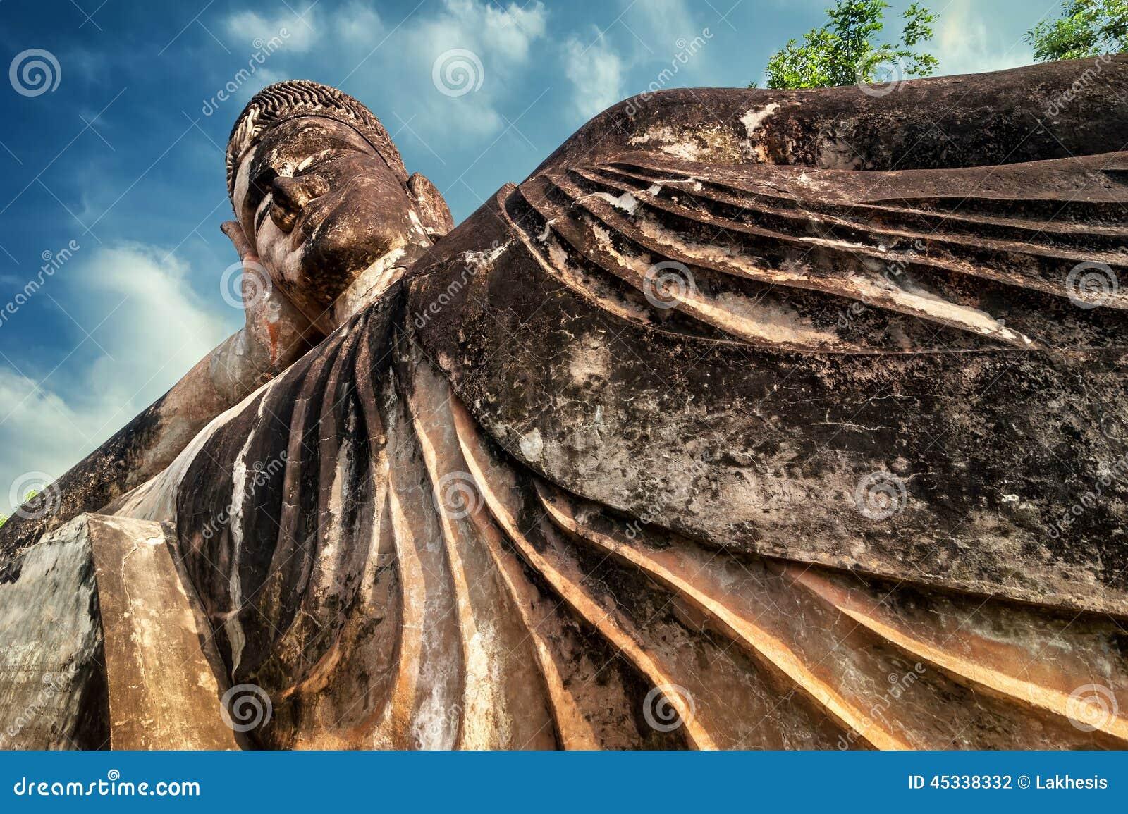 Мифология и религиозные статуи на Wat Xieng Khuan Будде паркуют Лаос