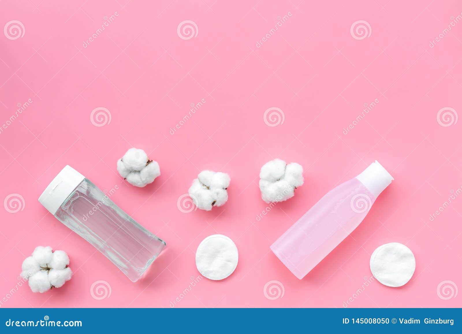 Мицелиальные пусковые площадки воды, лосьона и хлопка для заботы кожи на космосе предпосылки пинка плоском положенном для текста