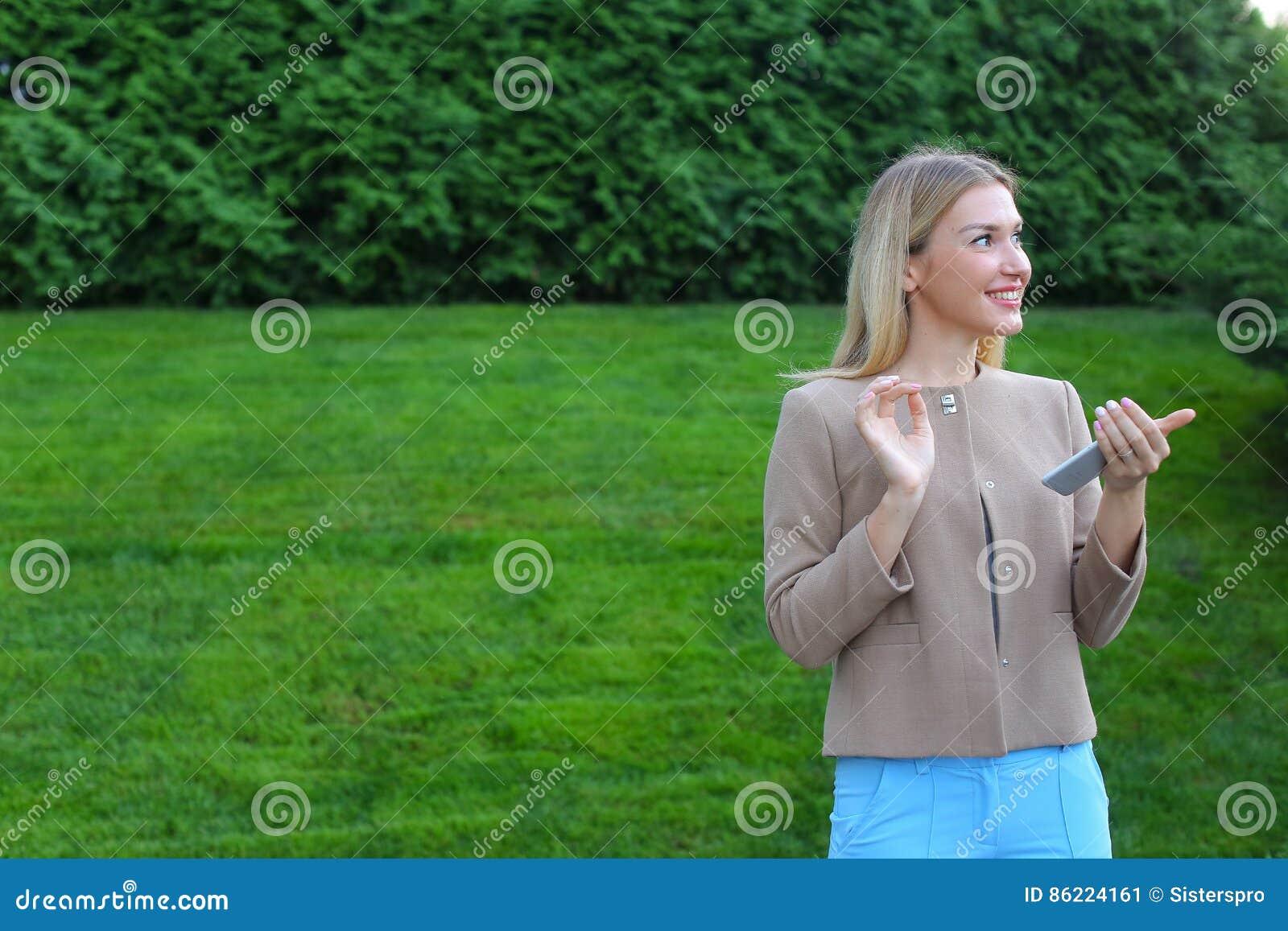 Фото блондинок оголених скачати на мобільний фото 222-449