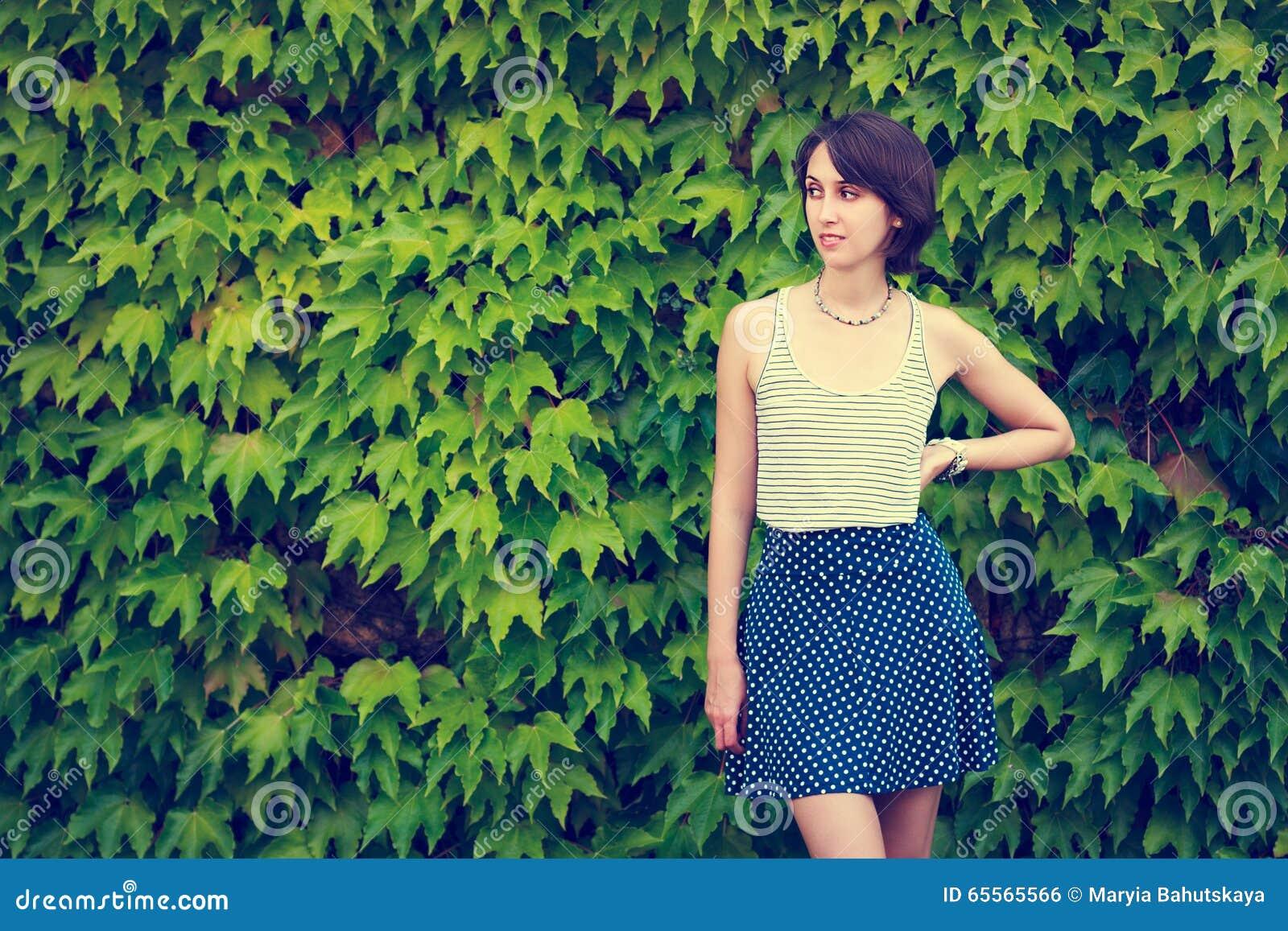Милые девушки подростки на природе фото