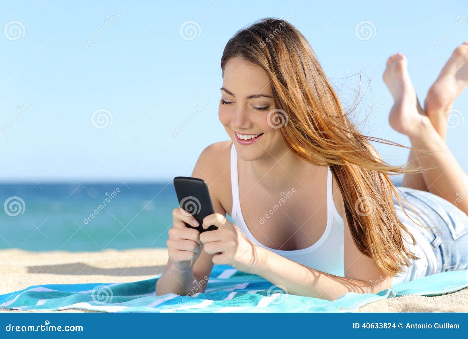 Милая девушка на пляже фото 610-107