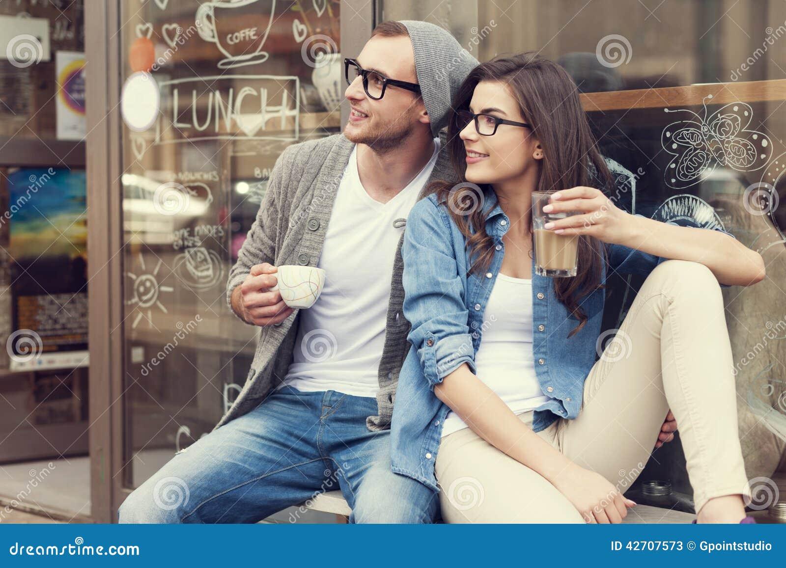 Милые пары вне кафа