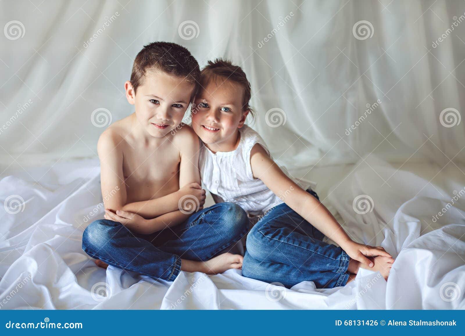 Секс брат и сестра на дому смотреть бесплатно, Брат и сестра русский инцент: порно видео онлайн 19 фотография