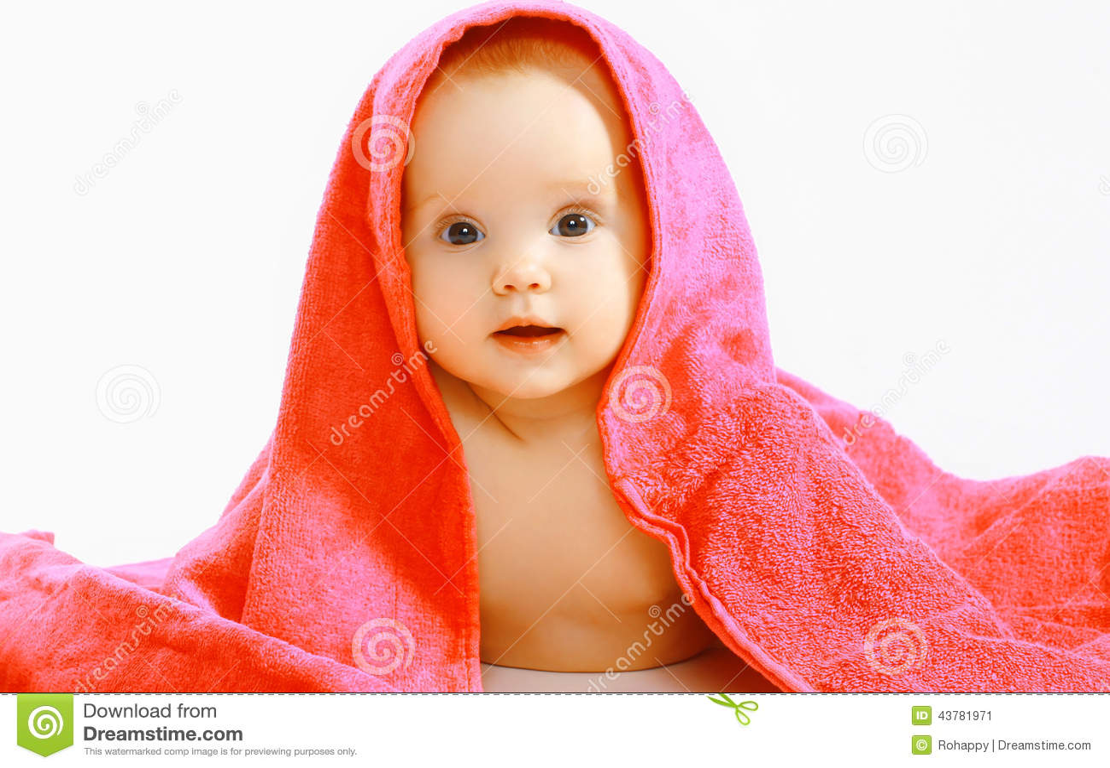 Милый младенец и полотенце