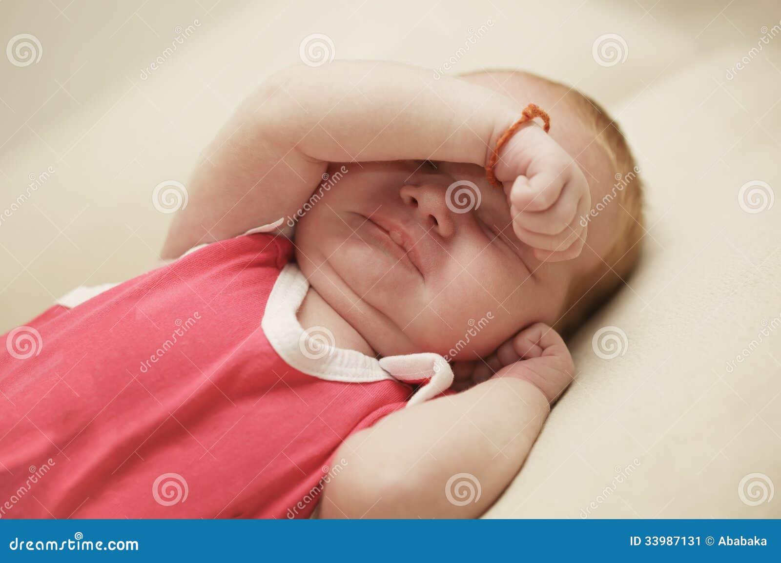 Почему плачет 2-месячный ребенок