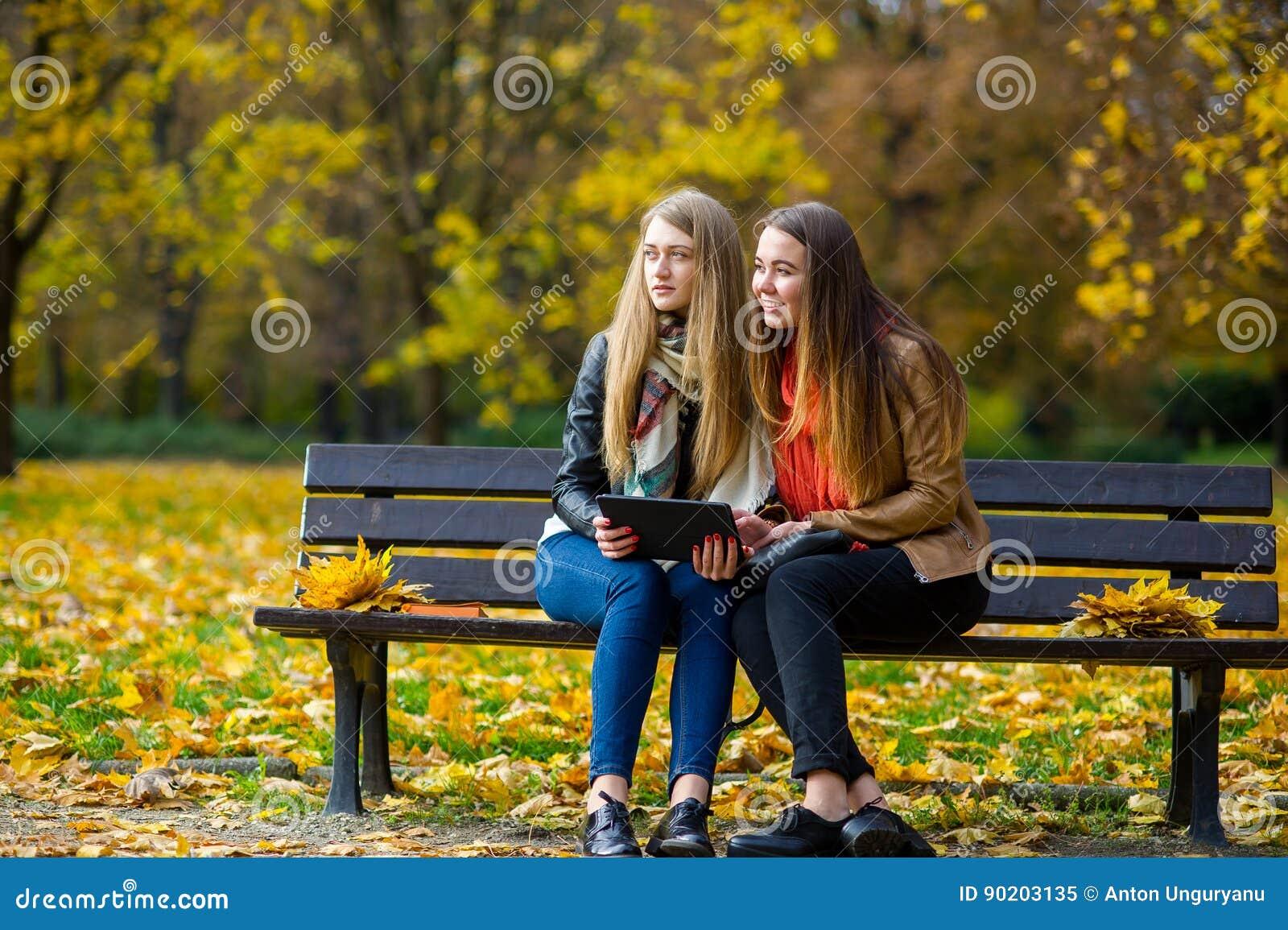 Студентку в парке 12