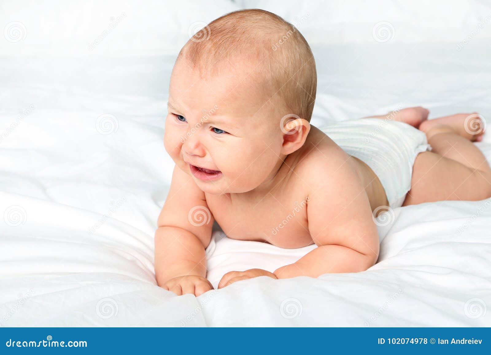 младенец newborn