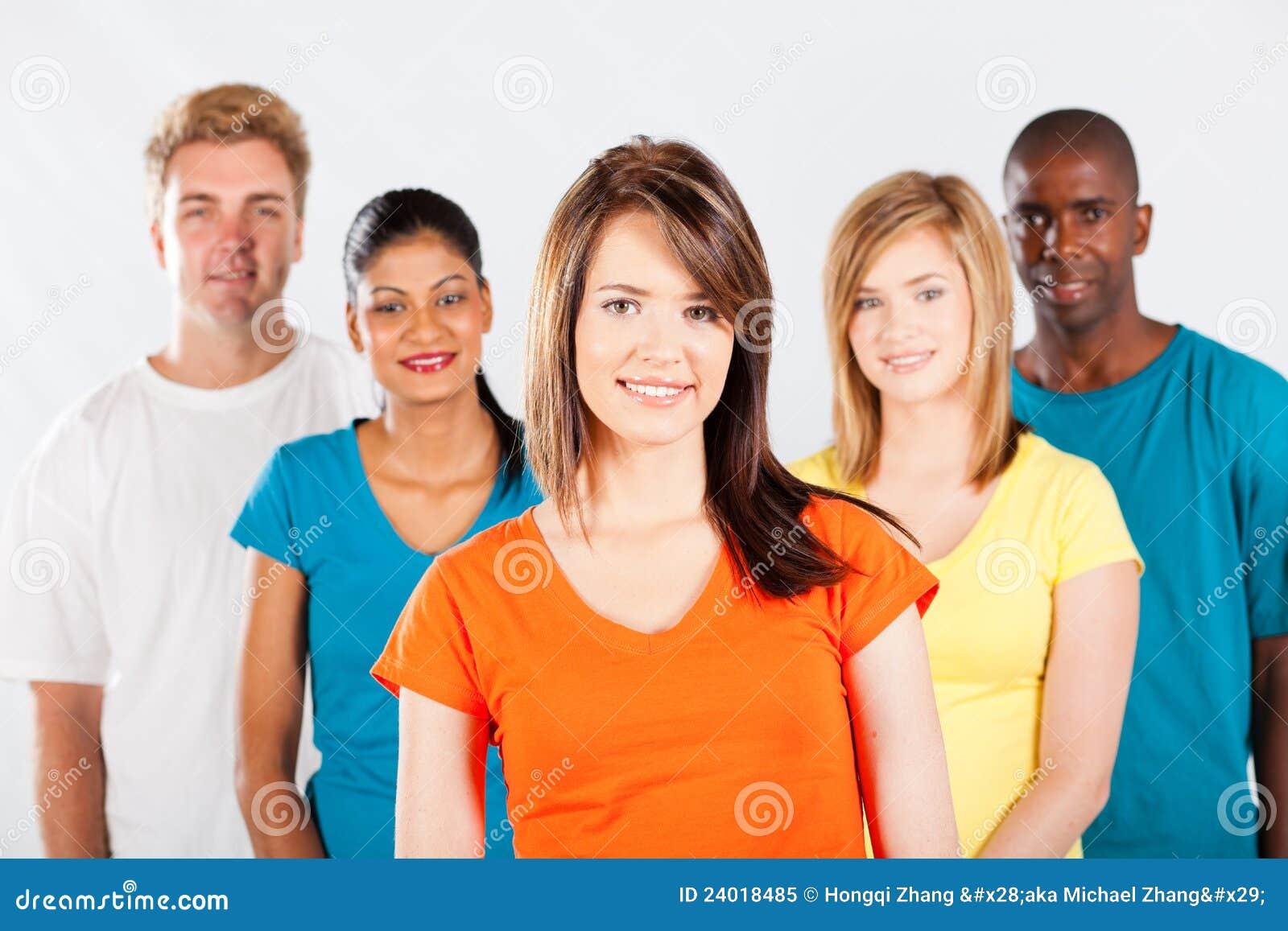 Многокультурная группа людей