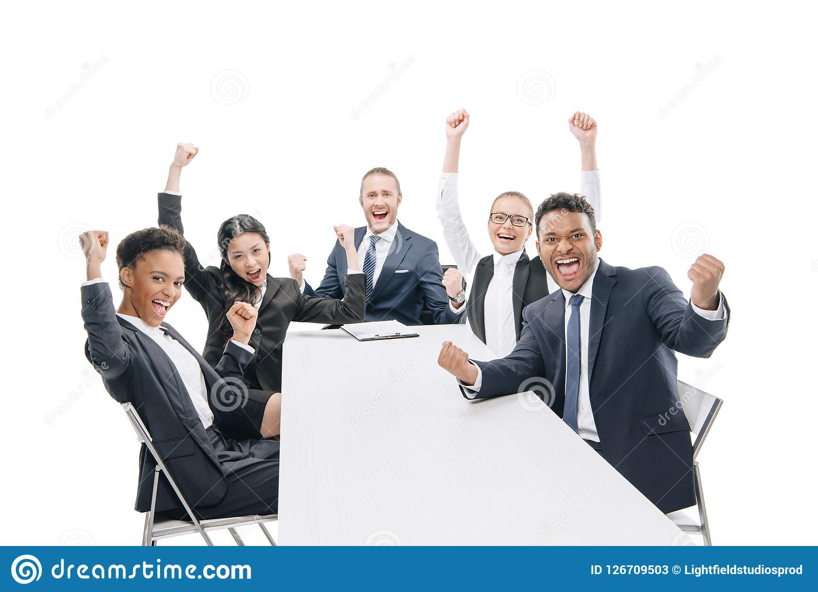 многонациональные предприниматели в официально носке празднуя успех