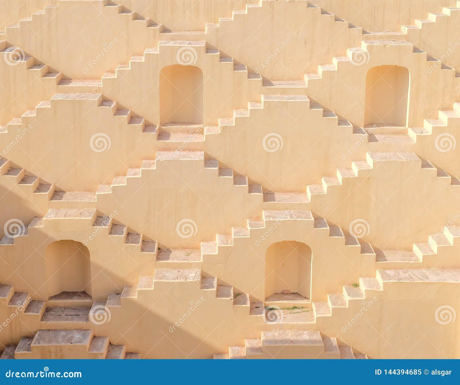 Многоэтажные лестницы шага-хорошо в Джайпур, Индию