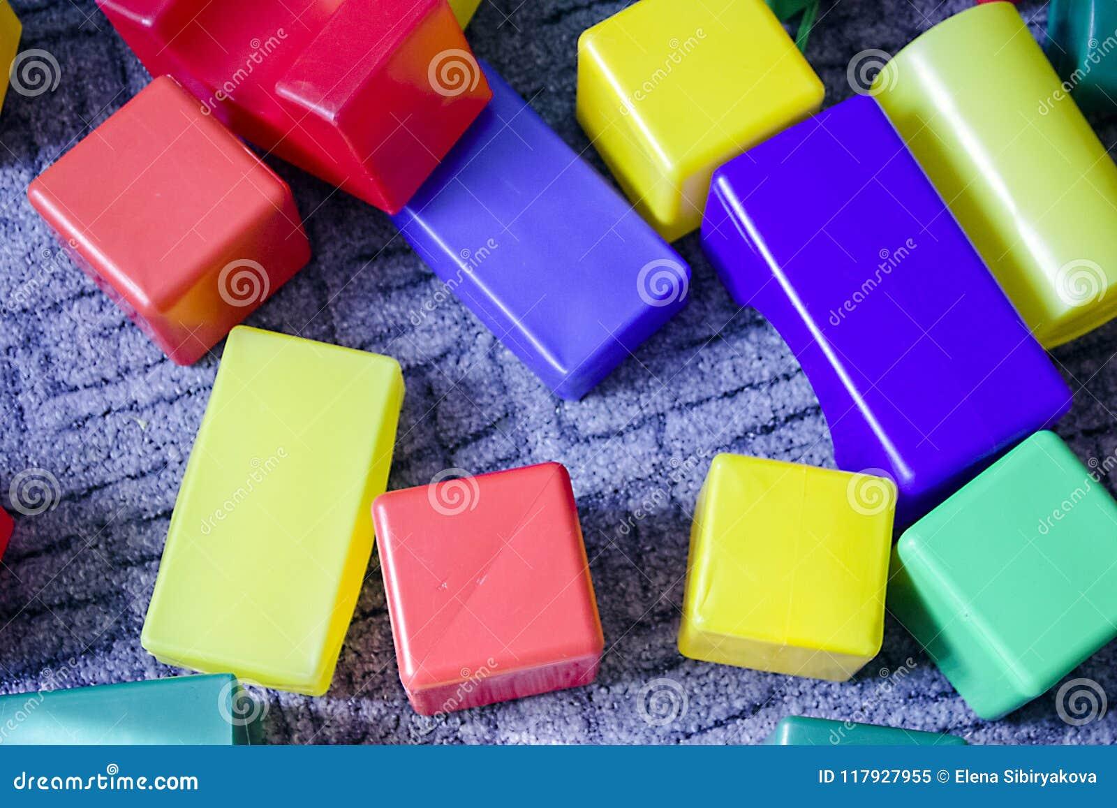 Много красочные кубы пены
