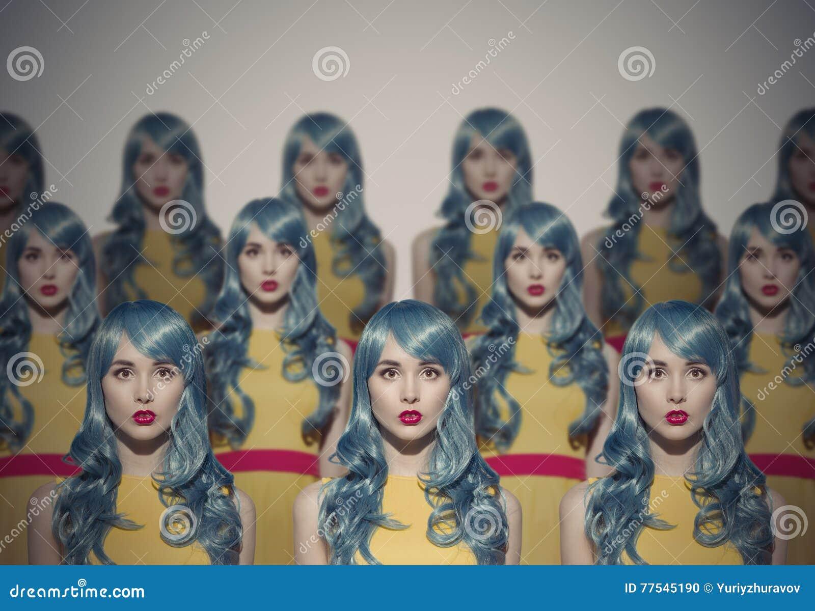 Много клонов женщины красоты очарования Идентичная концепция толпы