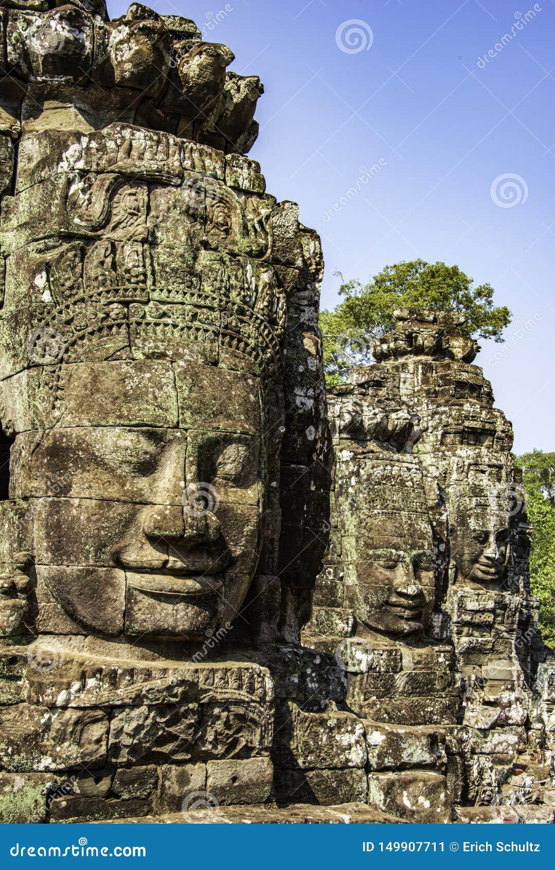 Много сторон Будды